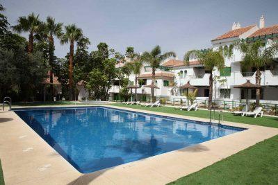 La piscina de Hotel Apartamentos Manilva Sun.